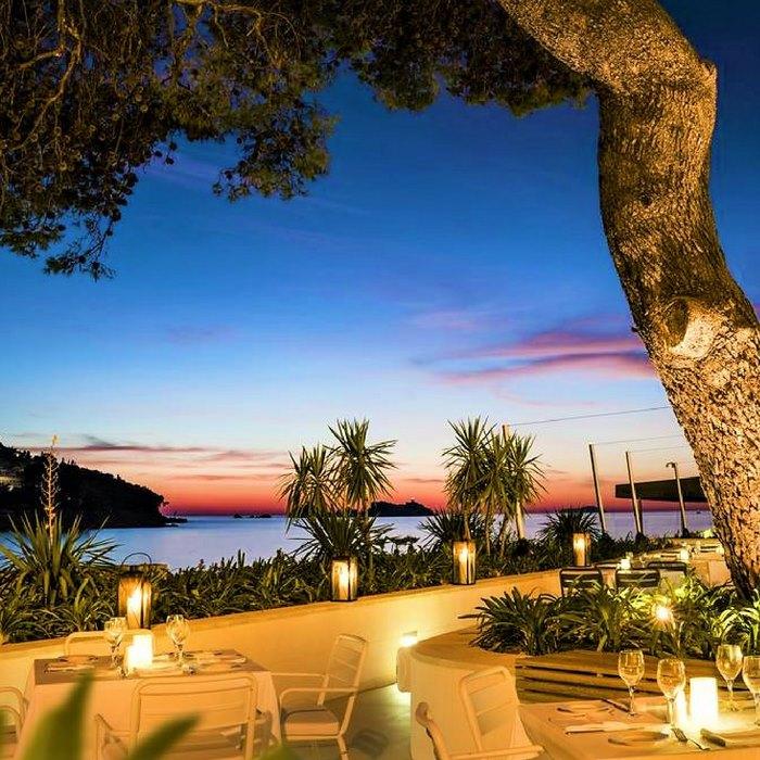 Hotel Kompas, Dubrovnik outdoor balcony dining facilities