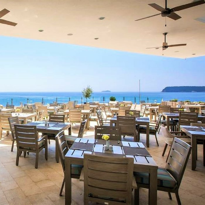 Hotel Neptun, Dubrovnik outdoor dining area