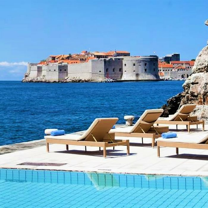 Grand Villa Argentina, Dubrovnik pool side view of old fortress