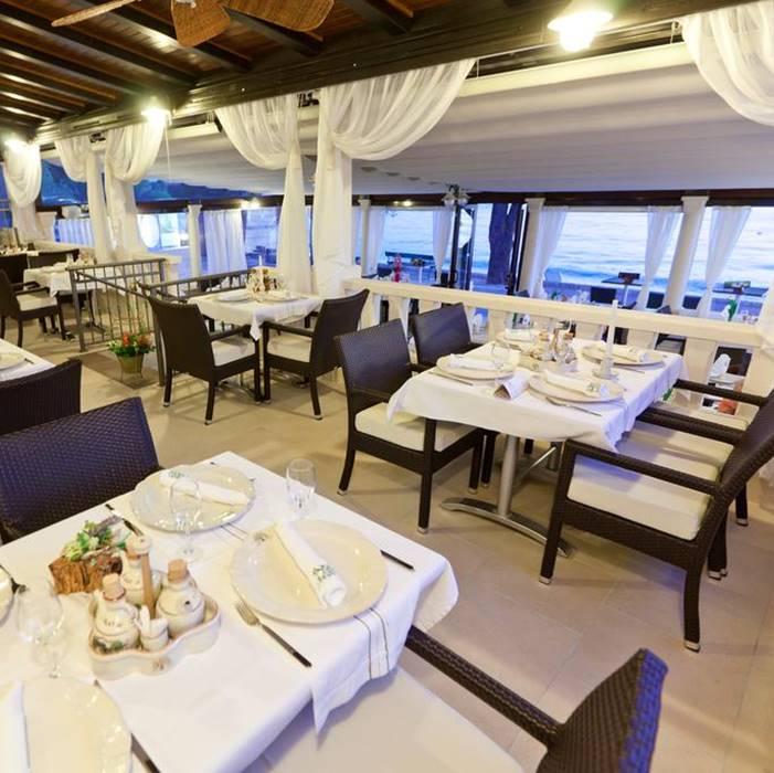 Villa Andrea, Tucepi indoor restaurant with a sea view