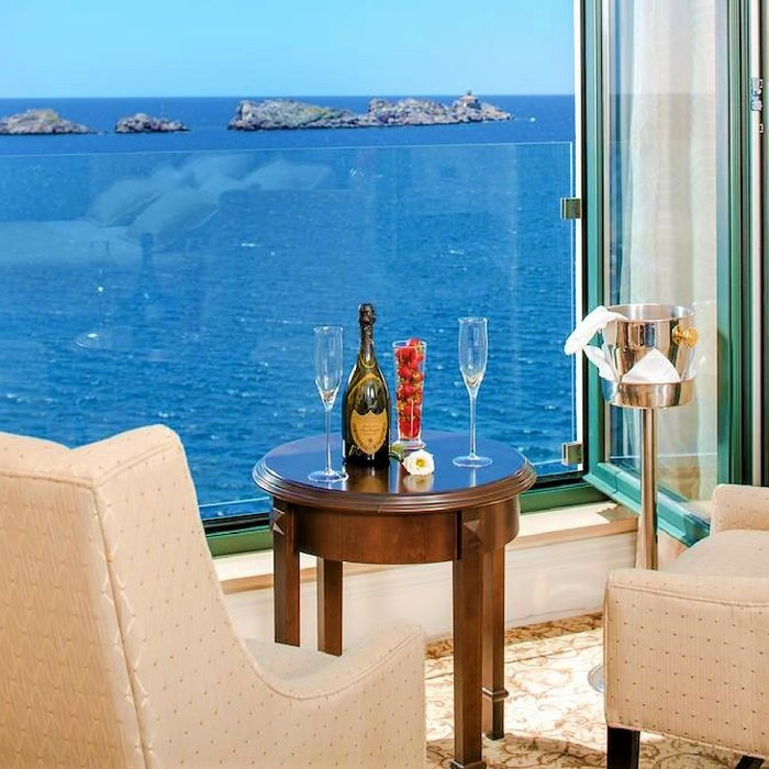 Hotel Royal Princess, Dubrovnik room lounge armchairs with sea view