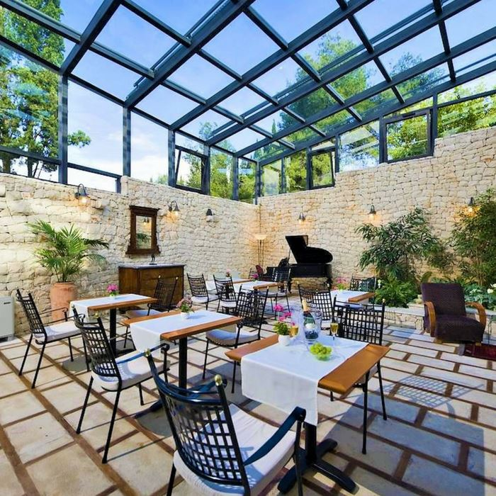 Bracka Perla outdoor dining