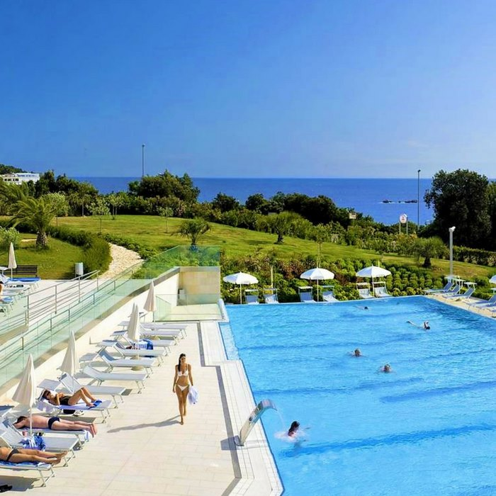 Valmara Lacroma, Dubrovnik outdoor pool and lounge area