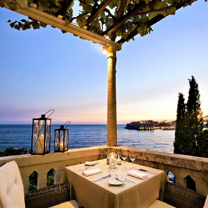 Villa Orsula, Dubrovnik outdoor balcony with sea view dining area