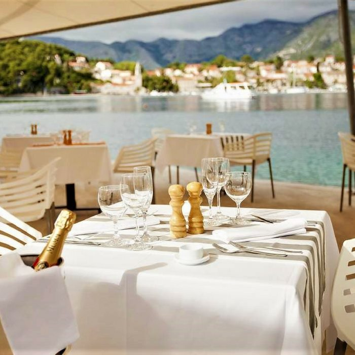 Hotel Croatia, Cavtat outdoor dining facilities with sea view