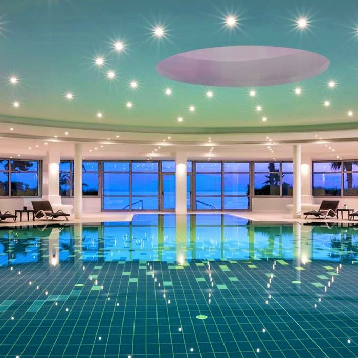 Le Meridien Lav indoor pool and spa facilities