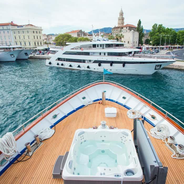MV Aquamarin Jacuzzi