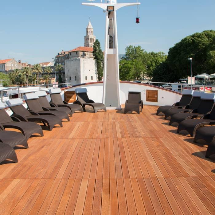 MV Fantazija top deck
