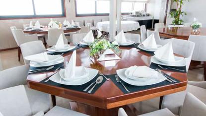 MV Infinity dining room