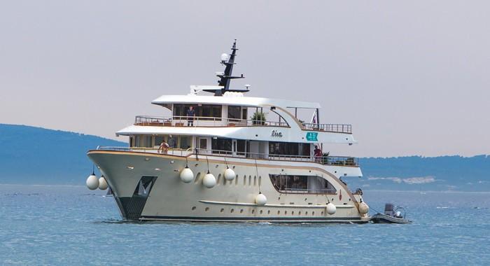 MV Riva small ship