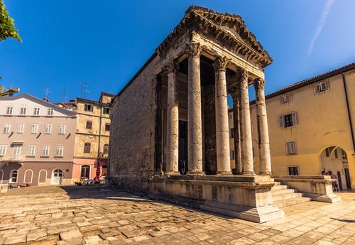 Temple Augustus Pula