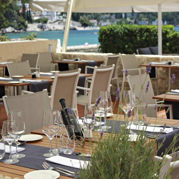 Hotel Sheraton, Dubrovnik outdoor seating and dining area