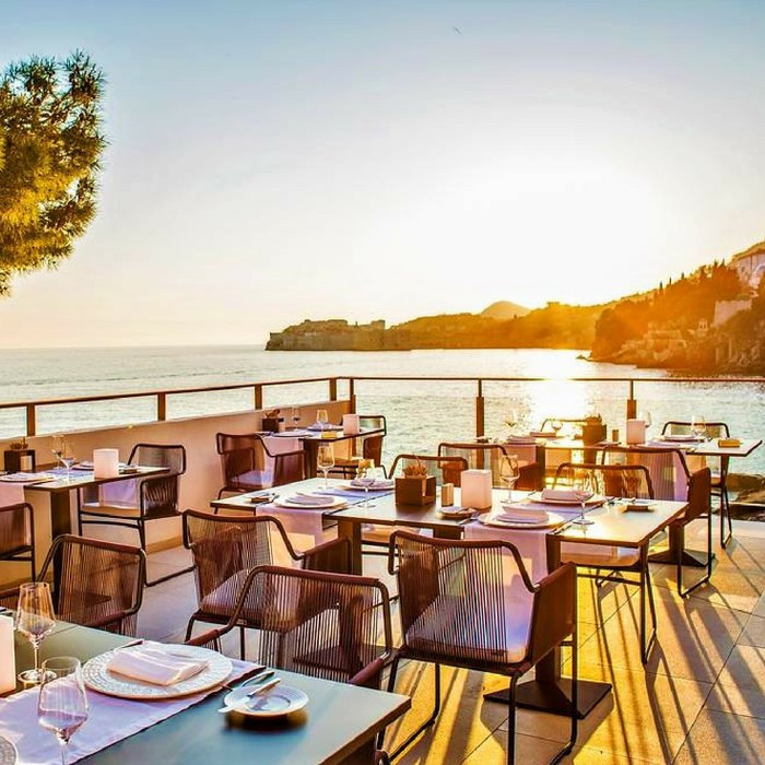 Villa Dubrovnik, Dubrovnikoutdoro restaurant with sea view at sunset