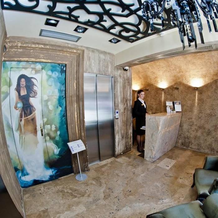 Boutique Hotel Astoria, Kotor reception and elevator