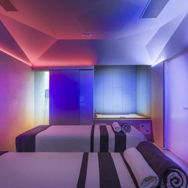 Family Hotel Amarin massage room
