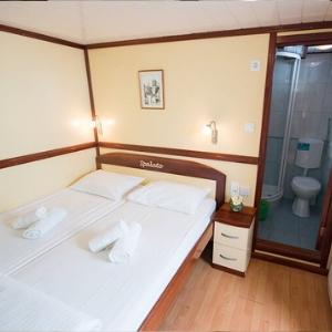 MV New Star cabin