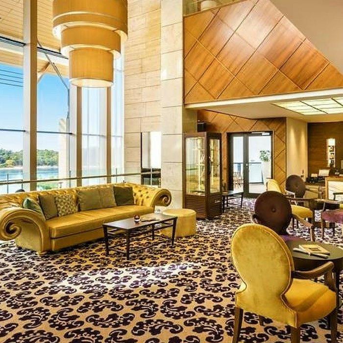 Hotel Monte Mulini lobby