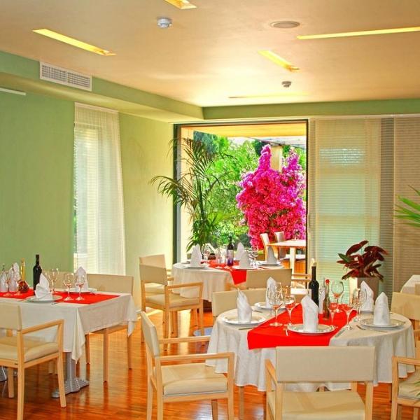 Hotel Amor dining room