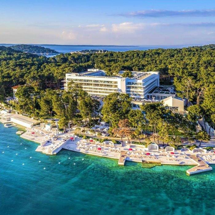 Hotel Bellevue arerial view