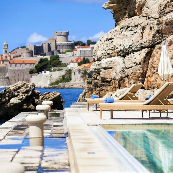 Villa Glavic, Dubrovnik outdoor pool and lounge with view of Old town