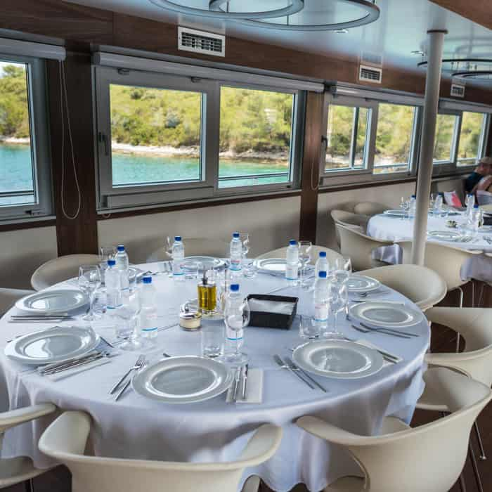 MV Avangard dining room