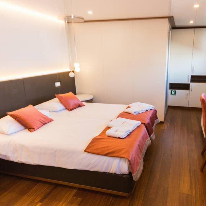 MV Avangard cabin