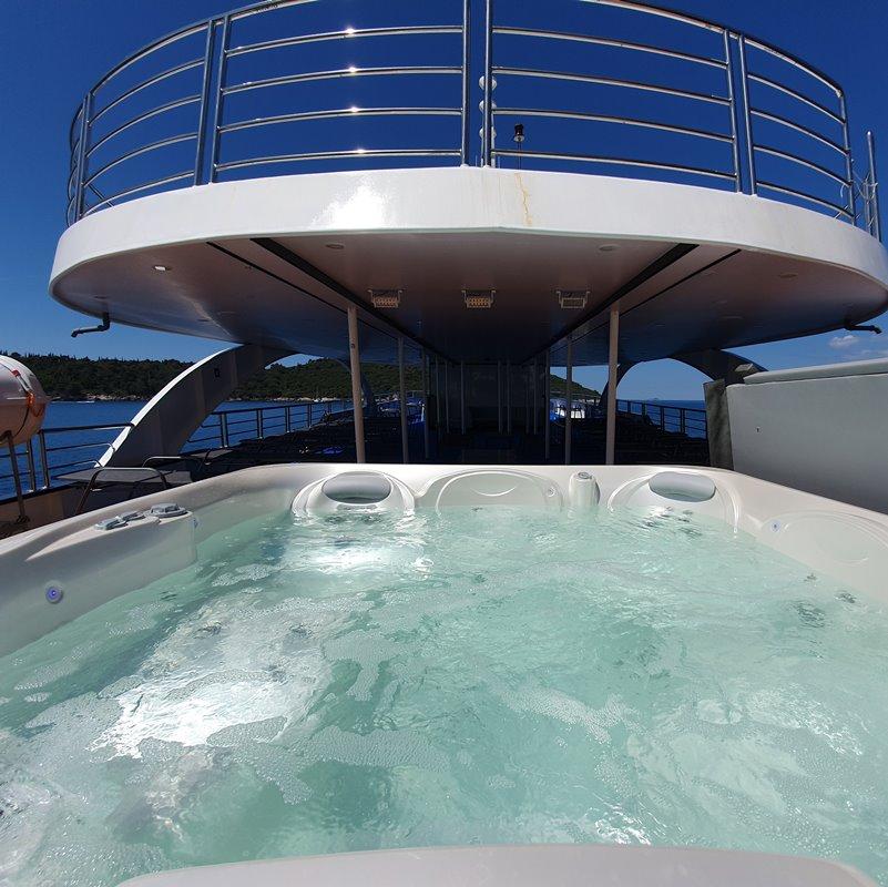 MV Antaris jacuzzi