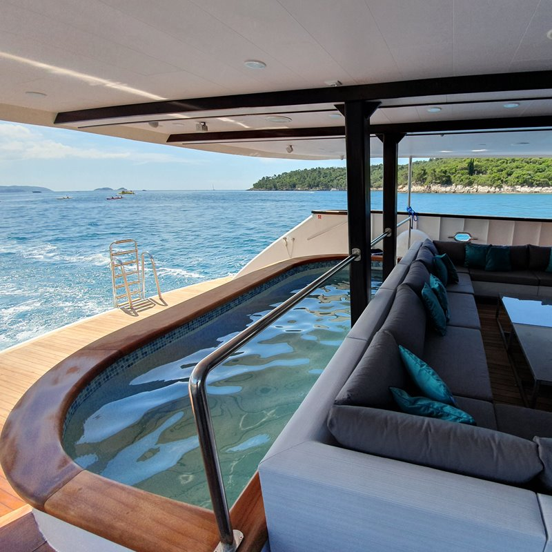 MV Antaris pool