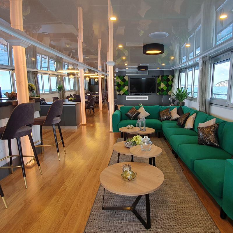 MV Antaris seating area