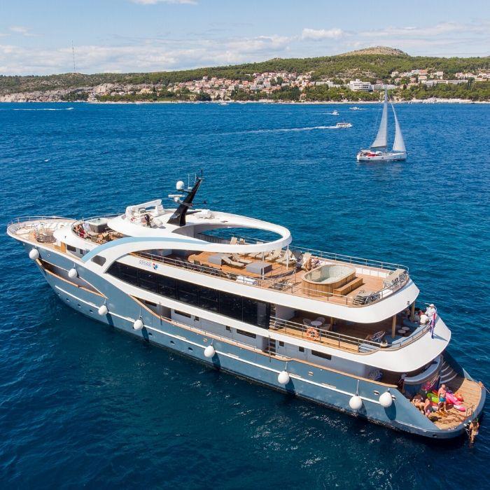 MS Bella, ship exterior