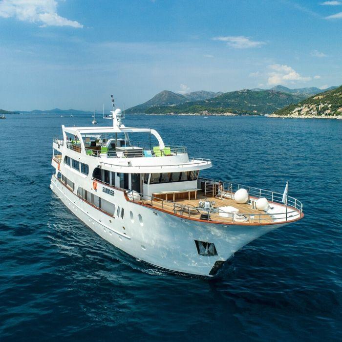 MS Summer, ship exterior